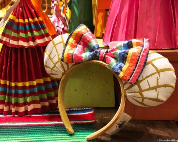Concha-Mexican-Sweet-Bread-Minnie-Ears_-700x562